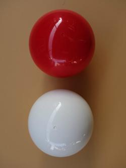 Play Spinning Ball in red and white